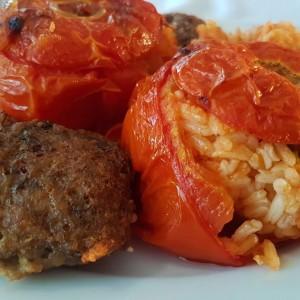 Полнети домати со ориз (посно)