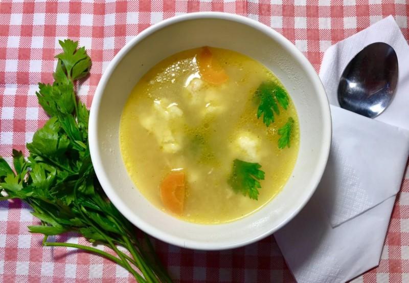 Пилешка супа со кнедли