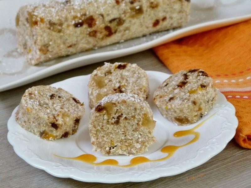 Егзотична салама со ориз, житни снегулки и сушено овошје (посно, фит)