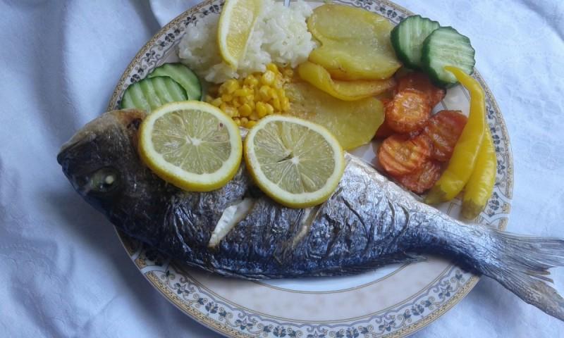 Полнета и печена орада риба