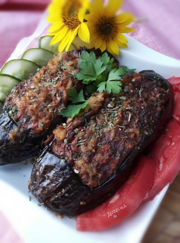 Чевлички од модар патлиџан со мелено месо