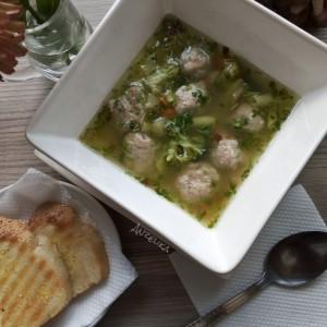 Супа со топчиња од мелено месо
