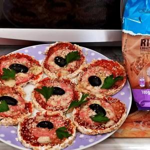 Пица оризови галети во микробранова