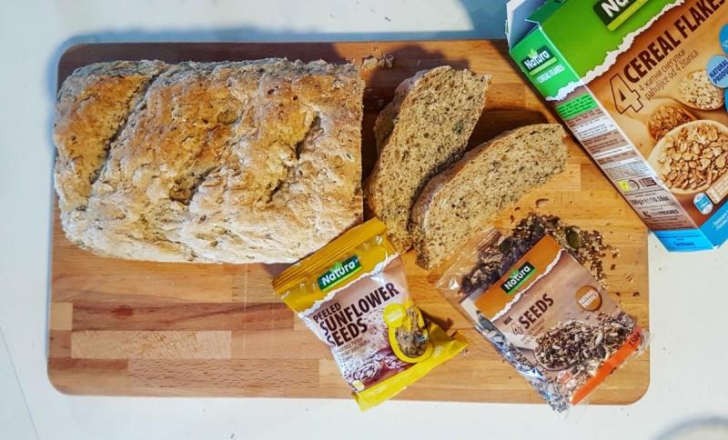 Превкусен интегрален леб со семиња и житни снегулки