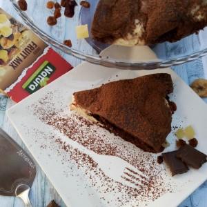 Чоколадна торта со топчиња од урда и микс од сушено овошје