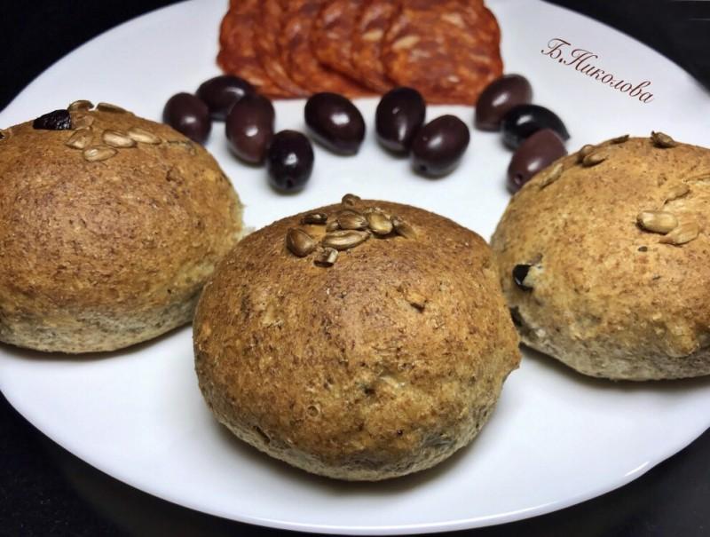 Интегрални лепиња со маслинки и сончоглед