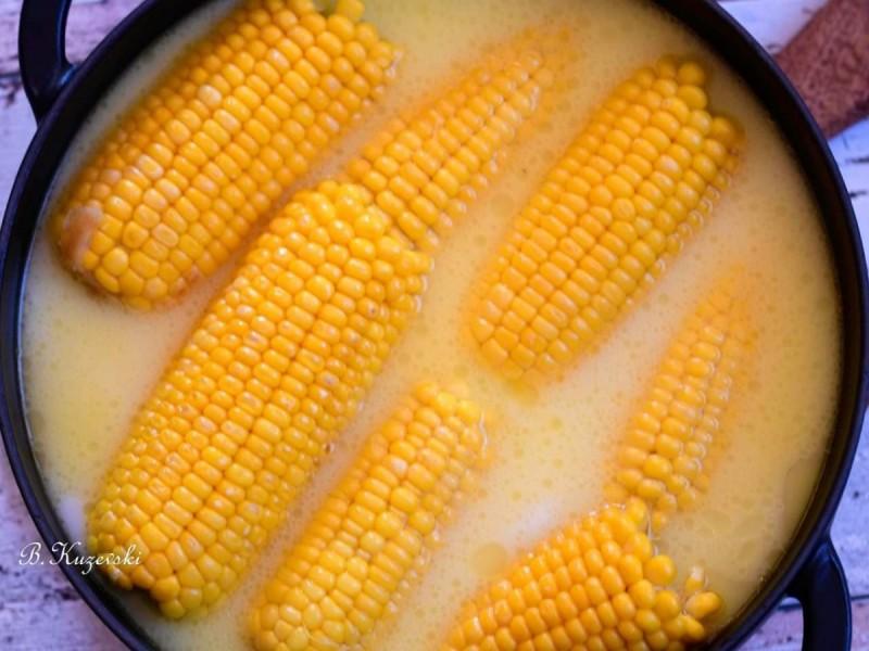 Пченка варена во млеко и путер (Корн он д Коб)