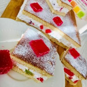 Торта со желе коцки и готови кори (без печење)