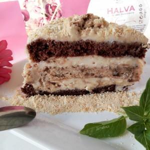 Торта со алва и ореви