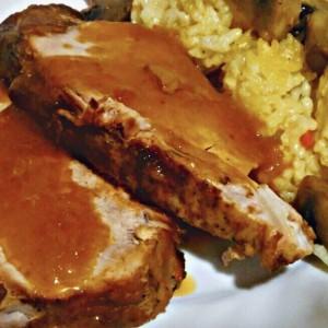 Печено свинско месо со сос од печурки