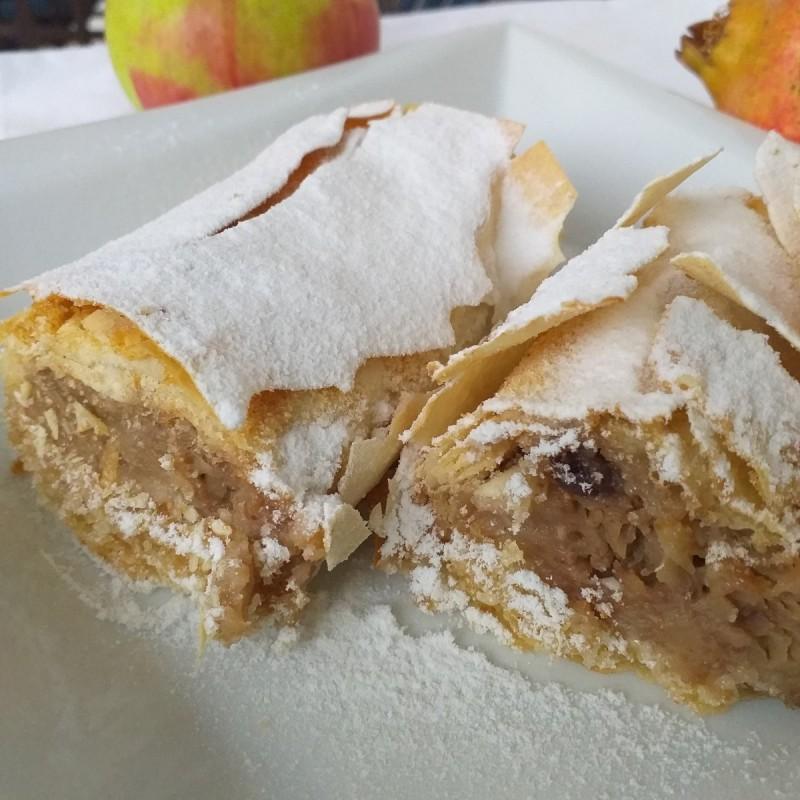 Брз јаболков ролат со готови кори