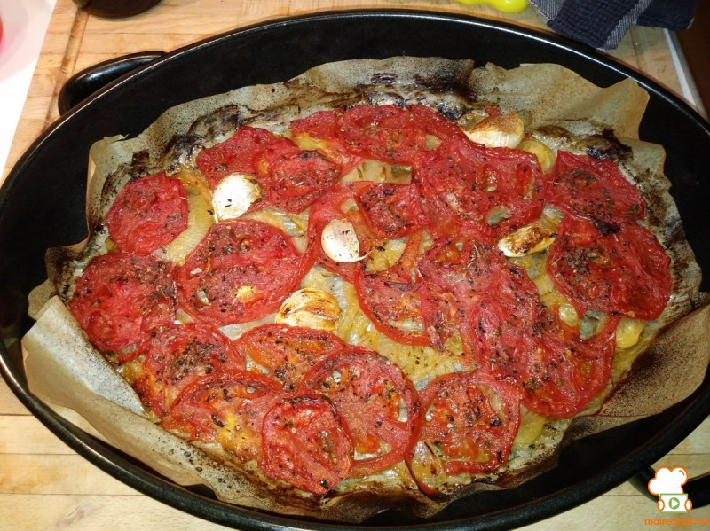 Печена доматна салца
