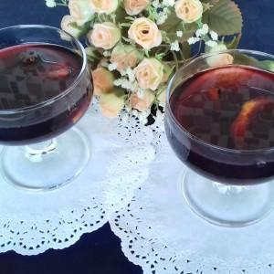 Ароматичен пунч од црвено вино со портокал