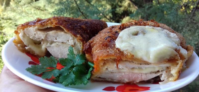 Полнет пилешки стек со моцарела
