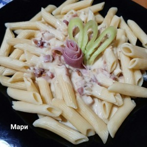 Макарони со сос од сланина и пармезан