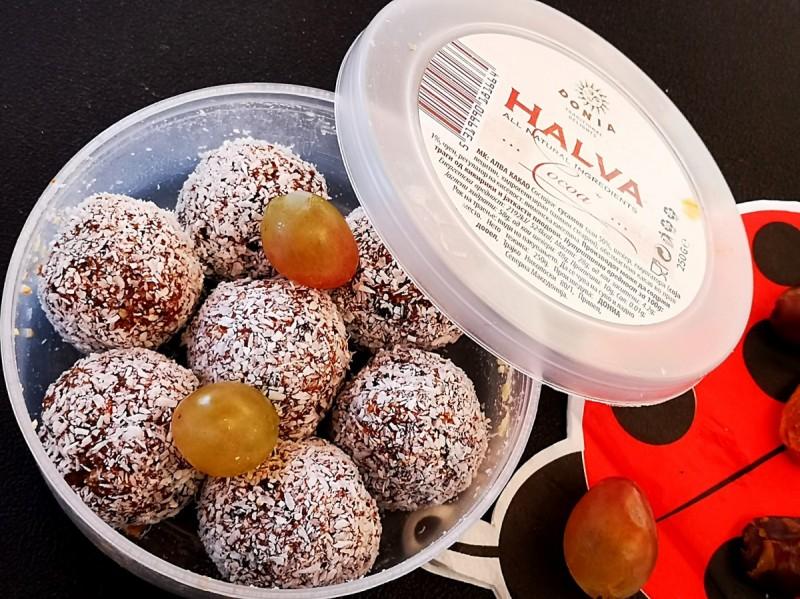 Бомбици со суво овошје, алва и кокос