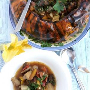 Месо печено во тиква со сланина и зеленчук