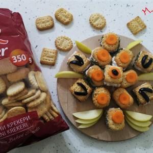 Залчиња со крекери, салата со ориз и павлака