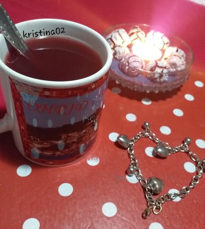 Домашен сок од аронија, кајсии и вишни (чај)