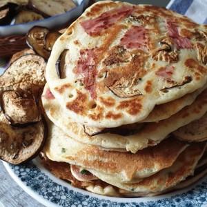 Холандски полнети палачинки со сланина и модар патлиџан
