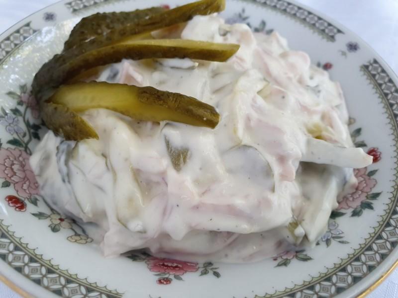 Брза кремаста салата со шунка и краставици