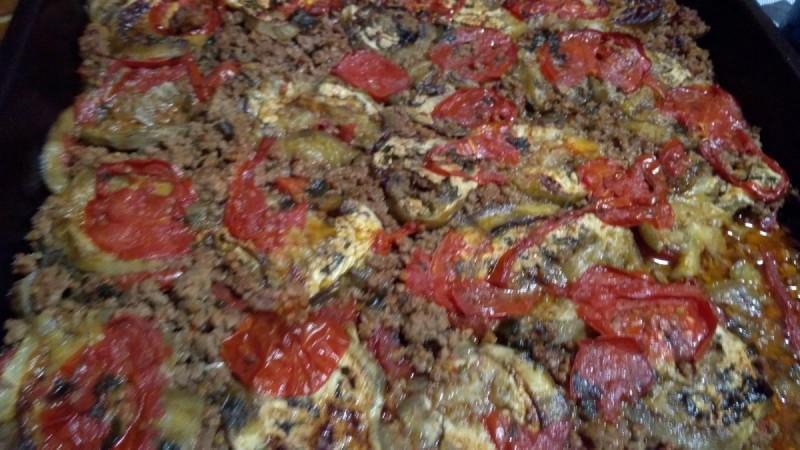 Мусака со домати и модри патлиџани