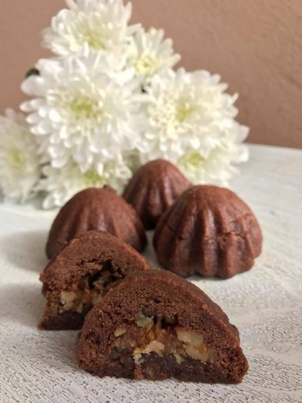 Чоколадни колачи со орев и јаболка
