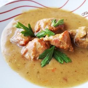 Свинско во крем супа од печурки