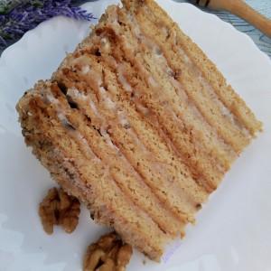 Медова торта со ореви