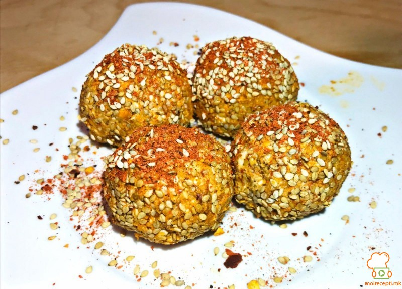 Урнебес бомбици со крекери