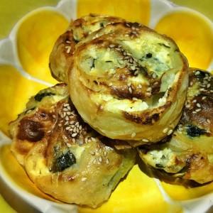 Питички од готови кори со спанаќ и сирење