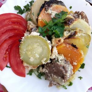 Тава со тиква, мелено месо и зеленчук