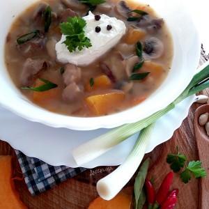 Тиква со месо и печурки во крем супа