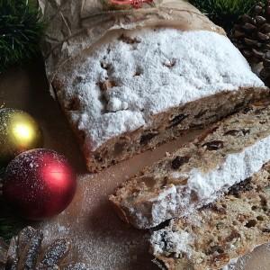Божиќен колач со тиква, суво овошје и ораси