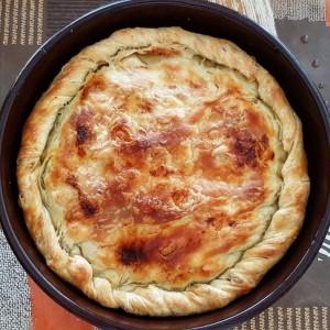 Битолски зелник со праз, мелено месо и путер