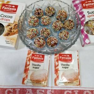 Фантазија шарени бомбици со чоколадо и бисквити