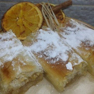 Штрудла со јаболка и кора од портокал и лимон