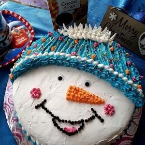 Новогодишно роденденска торта Снешко
