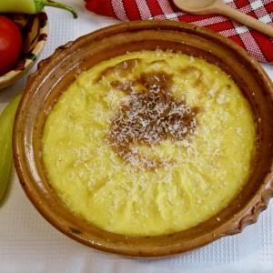 Потпечено селско месо во пире од компири