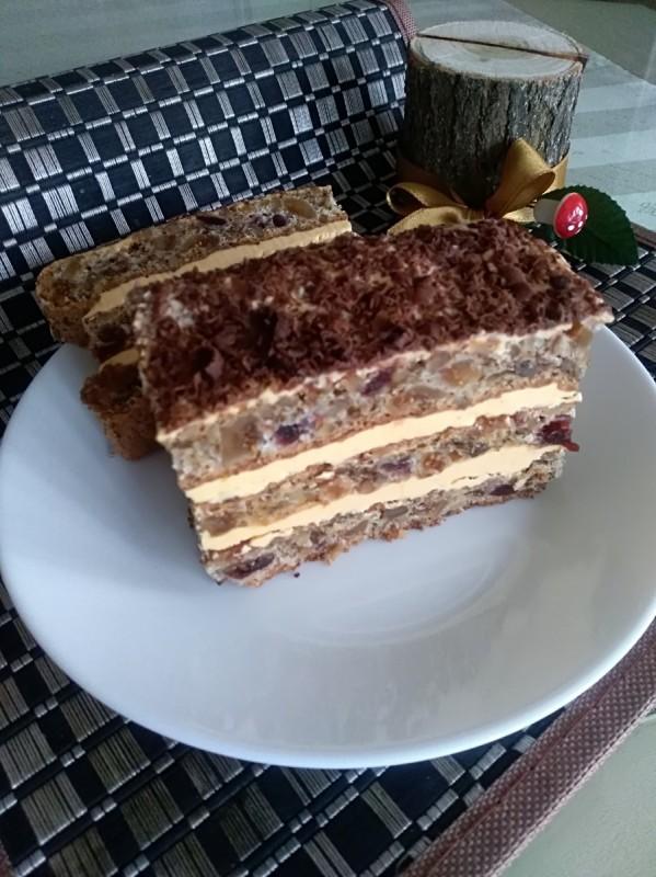 Торта со суво овошје