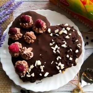 Брз чоколаден колач срце (без печење)