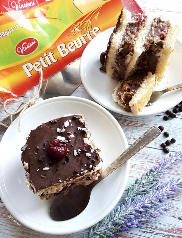 Пудинг колач со вишни (без печење)
