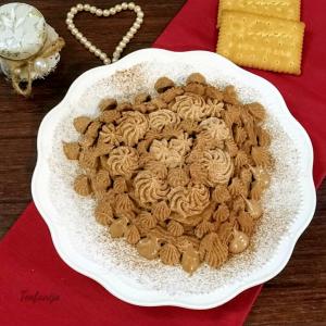 Крем колач со бадеми и чоколадни лушпи (без печење)