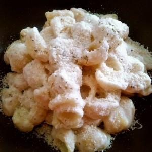 Брзи макарони со кашкавал (варени во млеко)