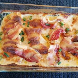 Гратиниран крем компир, со моцарела, кашкавал и бешамел сос