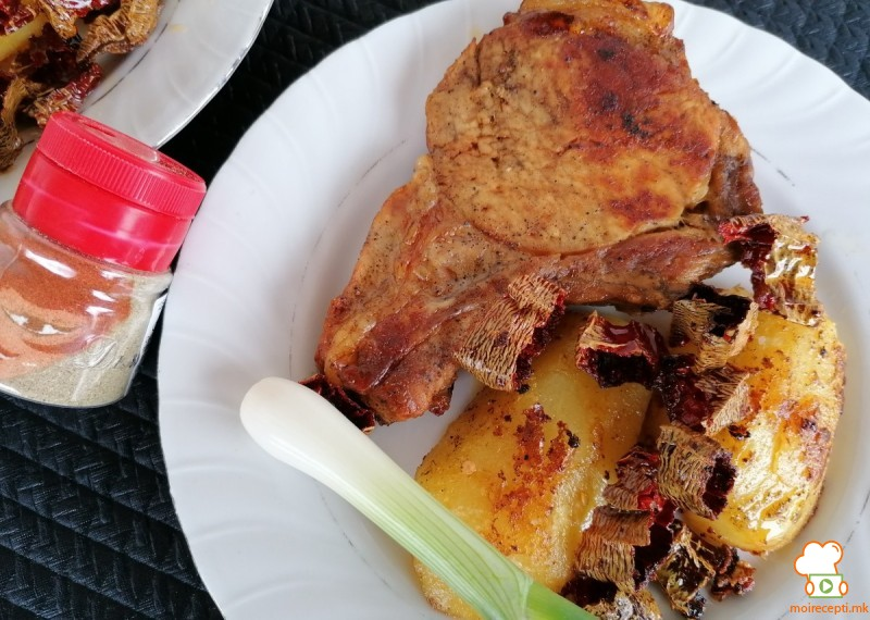 Пржени свински кременадли, со варен, па пржен компир и чипс од суви пиперки