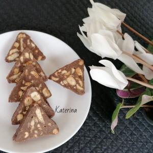 Триаголници со печени кикиритки
