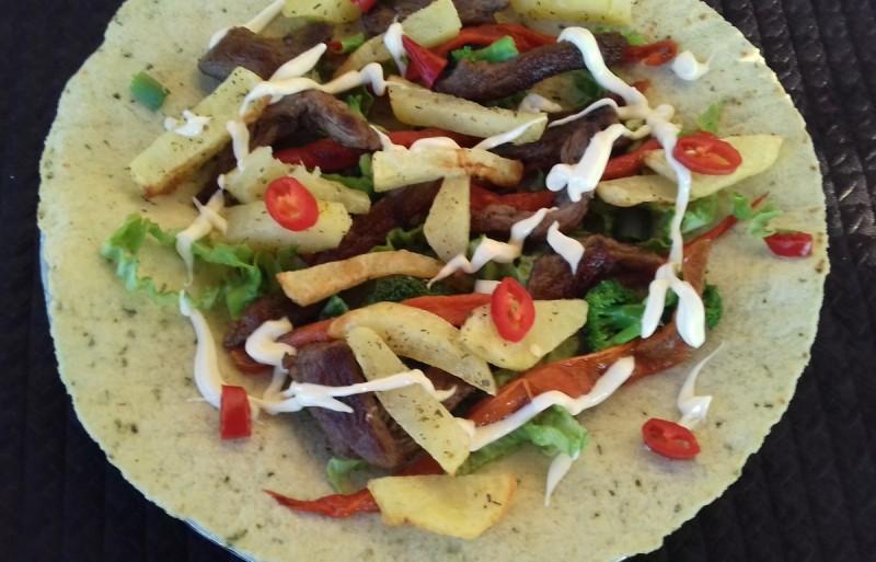 Фахита со телешки бифтек и зеленчук