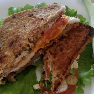Тост сендвич со јајце на око