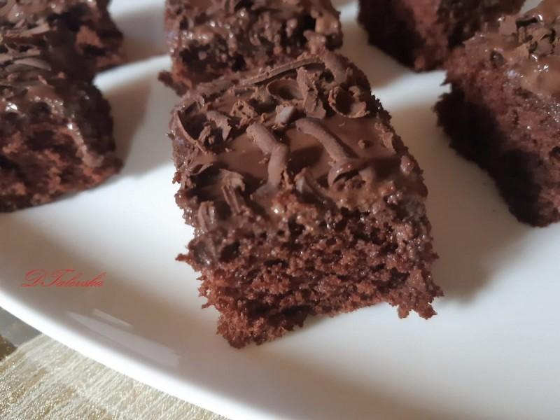 Чоколаден колач со чоколадно млеко